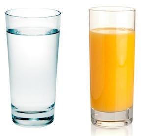 Agua e suco de laranja