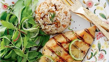 frango e arroz com graos